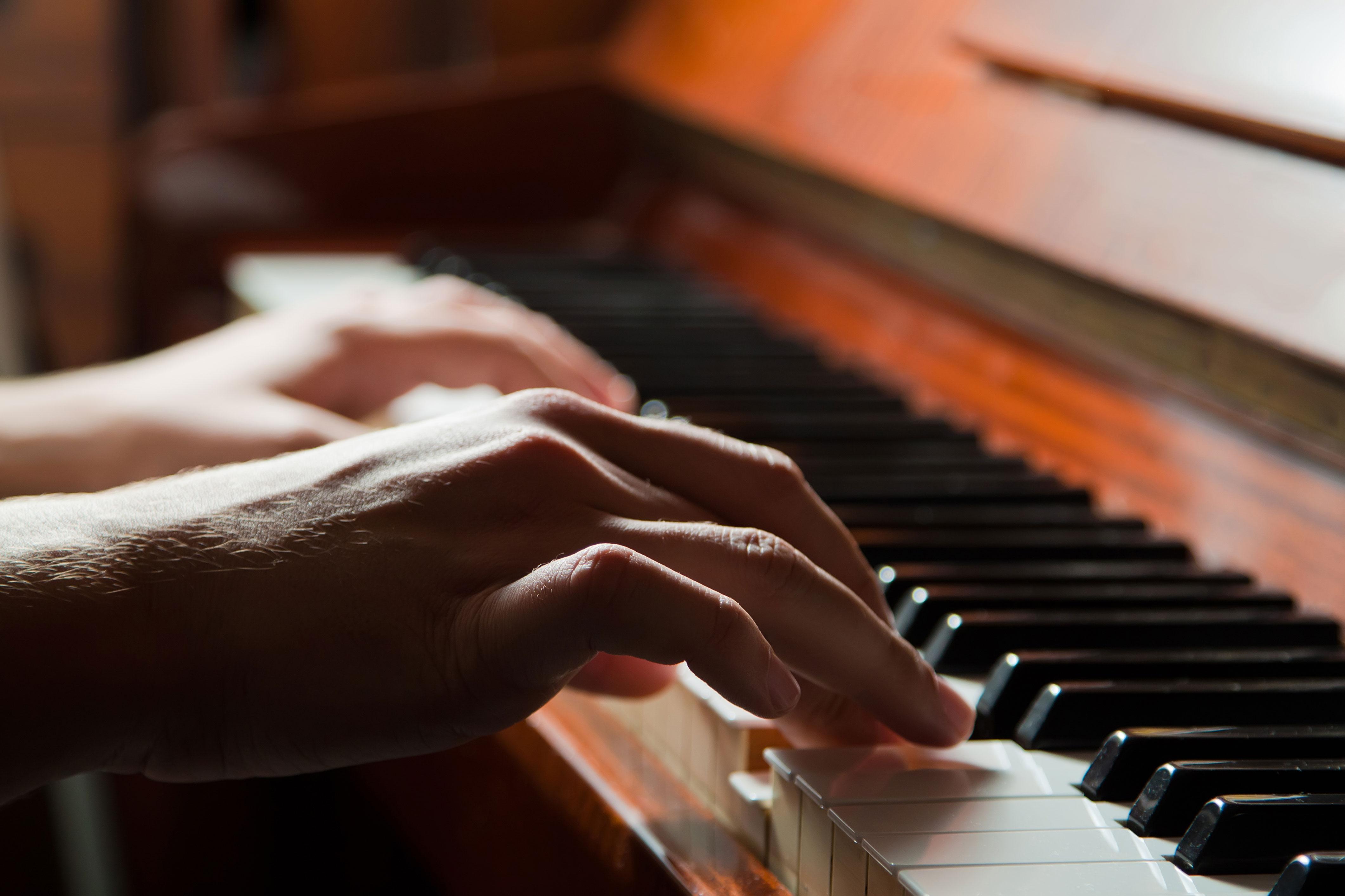 piano-bg
